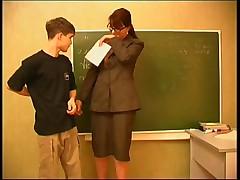 Ученик не знал урок и занялся сексом с училкой