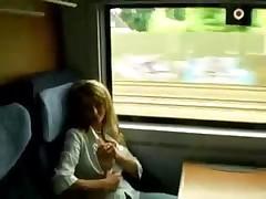 Блондинку оттрахали в поезде