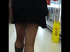 Красивые ножки, а что под юбкой?