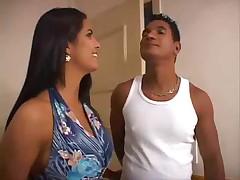 Бразильская дама трахается в попу