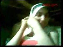 Arabskaja devochka v hidzhabe trahaetsja s ljubovnikom