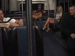 С блондинками в автобусе
