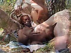 Arabskuju devushku trahnuli v lesu