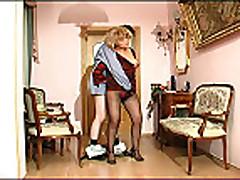 Jella russkaja dama v zrelom vozraste