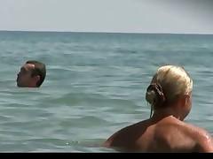 Красивые сиськи на пляже